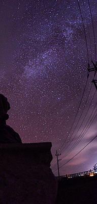 国際ダークスカイ協会から日本初の星空保護区に認定され、ダークスカイ・パーク内から見える星空=2017年11月19日夜