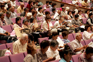 JAおきなわ八重山支店の「感謝の集い」に参加した八重山支店の組合員ら=6日午後、市民会館大ホール