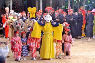 小浜島の結願祭で奉納された北集落のミルク=1日午前、嘉保根御嶽