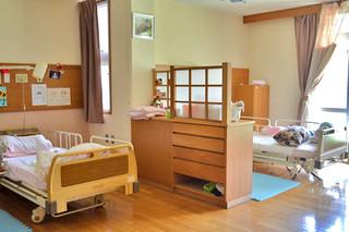 複数の利用者が同じ部屋で生活するユニット型の特別養護老人ホーム
