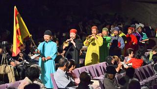 第17回石垣市民俗芸能振興大会で「七ツィンガニ」を披露する大川字会 =20日夜、市民会館大ホール