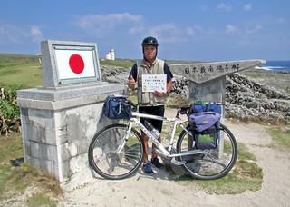 7年かけて自転車で日本一周を達成した稚内市元職員の古川聰さん=15日午後(古川さん提供)
