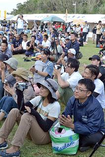 恒例となった第11回かふぬ島ちゅらさん祭。会場には1600人の観客が詰めかけた=26日午後、ちゅらさん広場