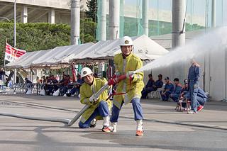 市中央運動公園で行われた八重山地区消防操法大会の様子=10月13日