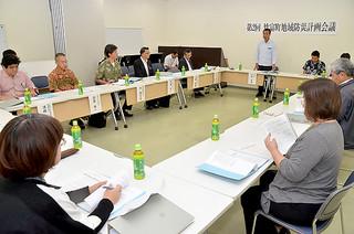 竹富町地域防災計画の見直し案をまとめた第2回町防災会議=18日午後、石垣港離島ターミナル