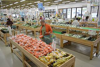 売り上げが5億円を突破したJAファーマーズマーケットやえやまゆらてぃく市場=14日午前