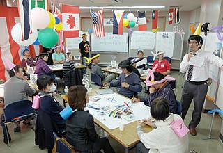 石垣市が企画した第1回いしがき市民協働サロンに参加する人たち。公共施設のあり方について意見交換した=19日午後1時半すぎ、市民会館会議室