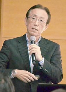 講演する長田クリニック院長の長田清氏