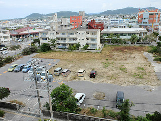 沖縄銀行が石垣市から購入した八重山署跡地=20日=。新市役所庁舎の建設場所が決定した後、計画が具体化しそうだ