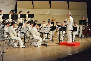 プロの演奏で観衆を魅了した海上保安庁音楽隊=22日夜、石垣市民会館大ホール
