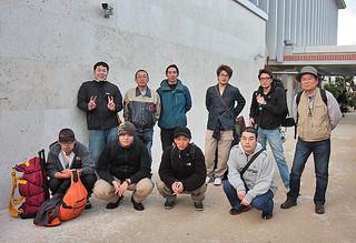 与那国島のキビ作農家を応援するため、石垣島入りした北海道の援農隊=27日夕、南ぬ島石垣空港