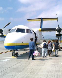 2013年1月8日から与那国路線で単独運航しているRACのDHC8—100型機=2013年12月8日、南ぬ島石垣空港