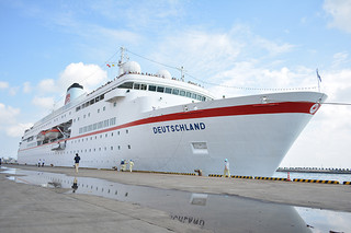 初寄港したドイツランド号=3日午後、石垣港