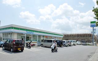 ファミリーマートの店舗。年内に石垣島にもオープンする=2013年10月2日、宮古島市