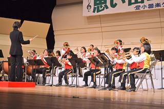 練習成果を存分に披露し、観客を楽しませた登野城小器楽クラブ=22日夕、市民会館大ホール