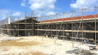 新年度開所に向け建設が進められている与那国町立祖納保育所=2月25日、祖納