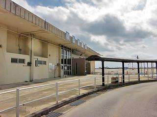 閉鎖から1年を迎える旧石垣空港。人気のないターミナルには物寂しさも。これから取り壊し工事が始まる