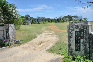 4月から6人の転入学児童が見込まれている鳩間小学校(資料写真)
