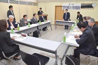 議論の方向性を確認した竹富町新庁舎建設のあり方検討有識者委員会=28日午後、町役場委員会室