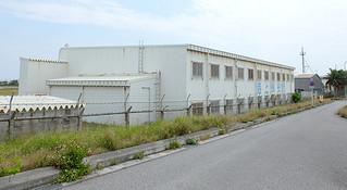 旧第11管区海上保安部石垣航空基地の格納庫=8日午後、旧石垣空港=。消防車両の車庫や屋内訓練場となる