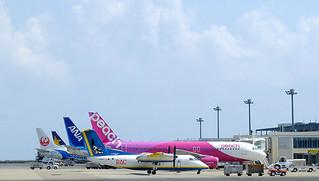 2013年度の1年間で218万5791人を運んだ航空各社の機材=2013年9月4日、南ぬ島石垣空港