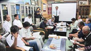大会日程などを決めた与那国島国際カジキ釣り大会の第1回実行委員会=4月30日、町役場応接室