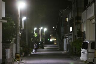 LED化で明るくなった道路=19日夜、石垣市登野城