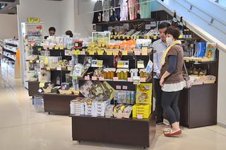 竹富町商工会が南ぬ島石垣空港内で運営する空港売店「島みやげ」=資料写真・3月5日