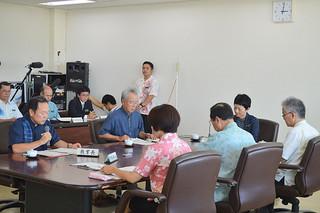 八重山地区中学校公民教科書問題で、竹富町を単独採択地区とすることを正式決定した県教委定例会=21日、県庁