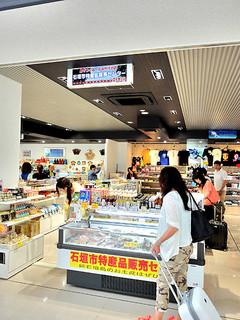 大幅に売り上げを伸ばした石垣市特産品センター空港店=29日
