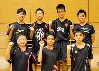 卓球男子団体で優勝した石垣第二=6日午後、市総合体育館サブアリーナ