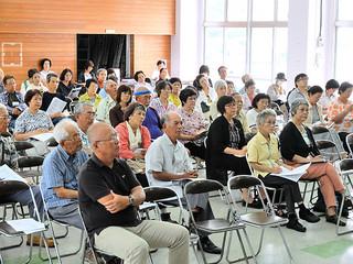 「教育と教科書を考えるみんなの集い」に参加する人たち=7日午後、大川公民館