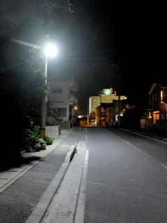 住宅地などに設置されている防犯灯=6月6日、字石垣内。北部地区では5月から地域で管理するようになった
