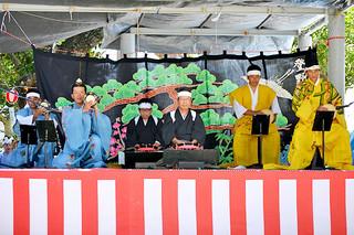 4年ぶりに披露された「大胴小胴(ウードゥクードゥ)と太鼓の段のもの」=21日午後、天川御嶽