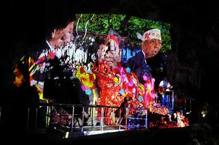 鍾乳洞の壁面に映像や写真を投影しながら行われたライブ=19日夕、石垣島鍾乳洞(中西さん提供)