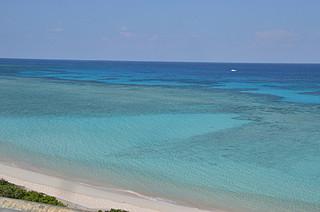 水難事故に対する予防策が住民から求められている波照間島ニシ浜ビーチ=2013年12月5日撮影