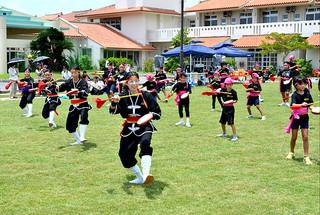 「エイサーページェント2014」で、演舞を披露する参加者たち=3日午後、八重山厚生園
