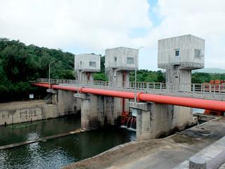 宮良川の河川水を取水している平喜名揚水機場=14日午前