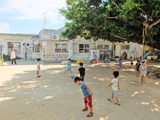 敷地内に新園舎が建設され、来年4月から認可保育園として開園する保育園こどもの家=20日午後、石垣市平得