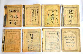 八重山博物館に寄贈された喜舎場永珣氏の調査ノート。今後、整理や分析作業が行われる=22日午後(同館提供)