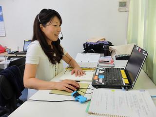 約1年間、在宅オペレーターとして働く1期生の藤田紀子さん=字大川の興ビル2階の石垣市在宅支援事業事務局