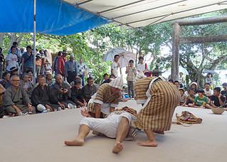 竹富の結願祭で奉納され、大いに会場を沸かせた「芋掘り狂言」