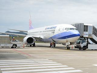 冬季の運休を決めた中華航空機=4月2日、南ぬ島石垣空港