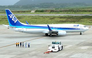 8月の旅客数が石垣路線で過去最高を記録した全日空の旅客機=7月22日午後