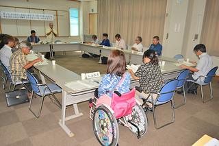 市内の障がい者を対象に実態調査の実施を確認した委員会=9月30日午後、大浜信泉記念館