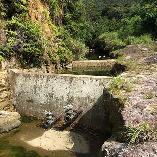 流入量が少ない状態が続いている西表東部第2区簡易水道事業区=9月29日、相良川(竹富町水道課提供写真)
