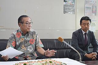 竹富島でのホテル建設計画を説明する一丸秀信会長(左)ら=7日午後、県庁記者クラブ
