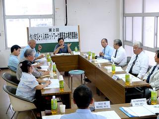 やいまぴとぅ人材ネットワーク構築基本構想案について審議する委員ら=21日午後、石垣市役所内