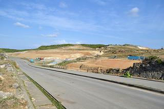 敷地造成工事が進められている陸上自衛隊沿岸監視部隊駐屯地の建設予定地=11月8日午前、与那国島南牧場