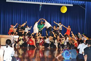 創作劇やダンス、舞踊など多彩な演目が繰り広げられた八重山商工高校の第15回文化祭=29日午後、同校体育館